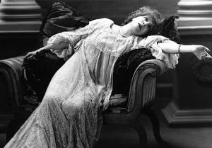 fainting-victorian-lady